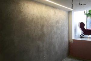 Kültür taşı ve brüt beton görünümlü duvar